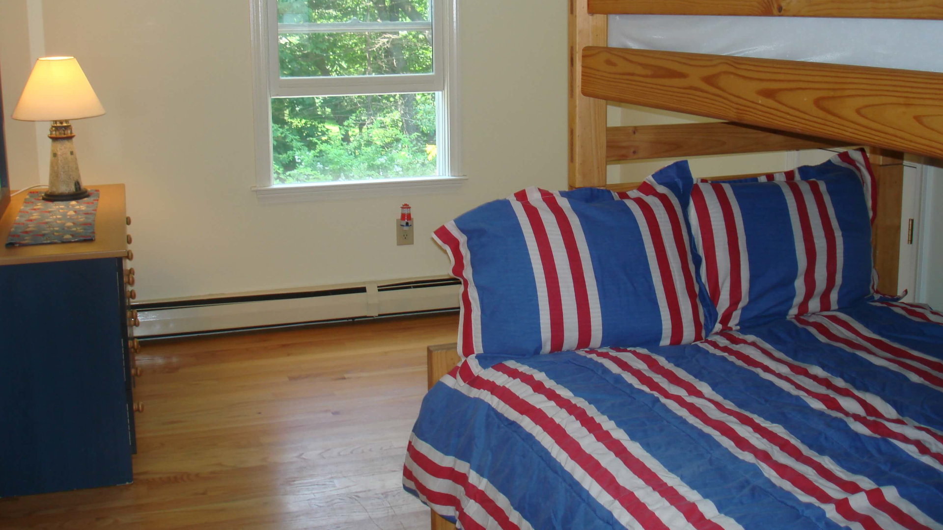 bed-with-window